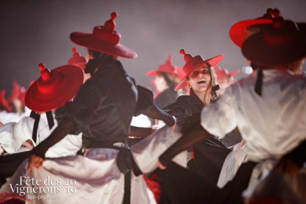 Filage en costumes - Effeuilleuses, Photographies de la Fête des Vignerons 2019.