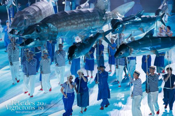Filage en costumes - Marins, On a le droit de pêcher, Photographies de la Fête des Vignerons 2019.