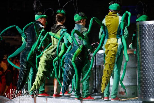 Filage en costumes - Musiciens de la Fête, Percussionnistes, Sauterelles, Vendanges, Photographies de la Fête des Vignerons 2019.