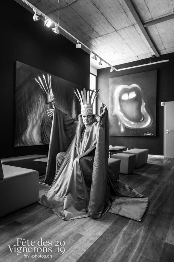 Vevey, le 20 juillet 2019. Hadès 99 dans son caveau des marins pecheurs. - hades-1999, Portrait, Studio, Photographies de la Fête des Vignerons 2019.