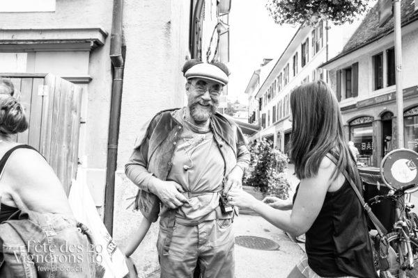 08-05_rues_photoshop_©JulieMasson-2-3 - Choristes-percussionnistes, Fourmis, percu-choristes, Percussionnistes, Rue, Sauterelles, Photographies de la Fête des Vignerons 2019.
