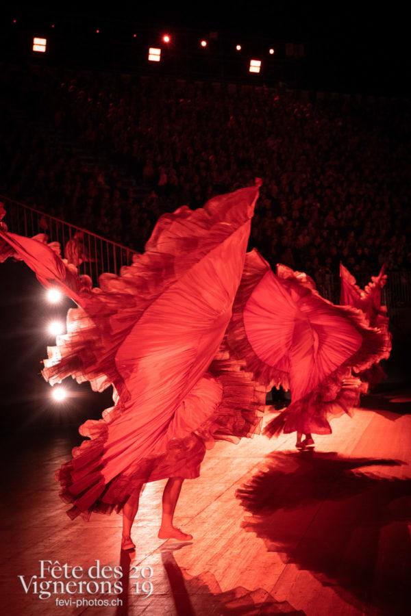 08-08_spectacle_photoshop©JulieMasson-8605 - Flammes, Loïe Fuller, Spectacle, Photographies de la Fête des Vignerons 2019.