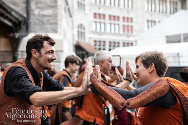 08-09_rue_coulisses_photoshop_©JulieMasson-9143 - Choristes-percussionnistes, Fourmis, percu-choristes, Percussionnistes, Rue, Sauterelles, Photographies de la Fête des Vignerons 2019.