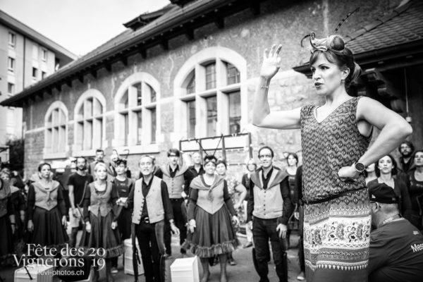 08-09_rue_coulisses_photoshop_©JulieMasson-9153 - Chefs des choeurs, Choristes-percussionnistes, Fourmis, percu-choristes, Percussionnistes, Rue, Sauterelles, Photographies de la Fête des Vignerons 2019.