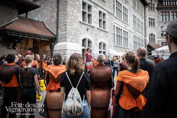 08-09_rue_coulisses_photoshop_©JulieMasson-9163 - Chefs des choeurs, Choristes-percussionnistes, Fourmis, percu-choristes, Percussionnistes, Rue, Sauterelles, Photographies de la Fête des Vignerons 2019.