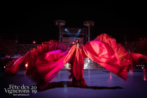 08-09_rue_coulisses_photoshop_©JulieMasson-9268 - Flammes, Loïe Fuller, Spectacle, Photographies de la Fête des Vignerons 2019.
