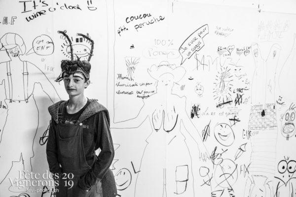 08-10_coulisses_photoshop_©JulieMasson-0450 - Choristes-percussionnistes, Coulisses, dessins-coulisses, Fourmis, percu-choriste, Percussionnistes, Sauterelles, Photographies de la Fête des Vignerons 2019.