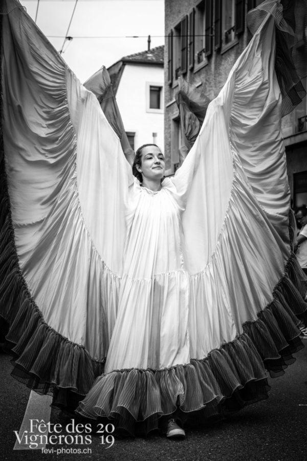 08_10_cortege_photoshop_©JulieMasson-0192 - Cortège, Flammes, Loïe Fuller, Photographies de la Fête des Vignerons 2019.
