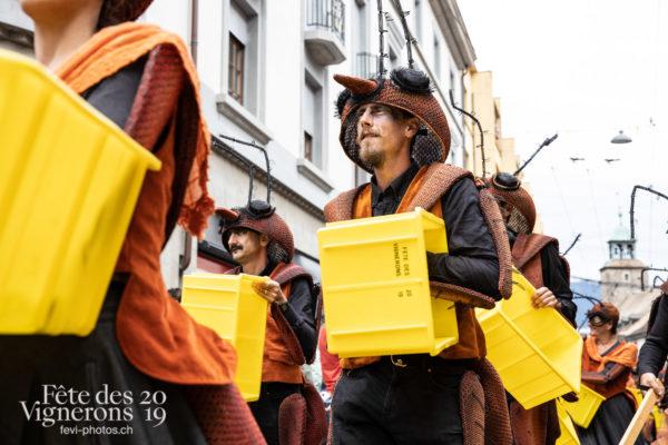 08_10_cortege_photoshop_©JulieMasson-9919 - Choristes-percussionnistes, Cortège, Fourmis, percu-choristes, Percussionnistes, Sauterelles, Photographies de la Fête des Vignerons 2019.