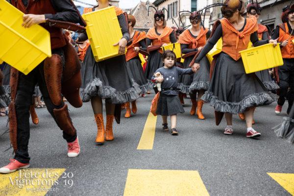 08_10_cortege_photoshop_©JulieMasson-9920 - Choristes-percussionnistes, Cortège, Fourmis, percu-choristes, Percussionnistes, Sauterelles, Photographies de la Fête des Vignerons 2019.