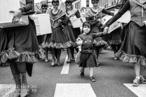 08_10_cortege_photoshop_©JulieMasson-9923 - Choristes-percussionnistes, Cortège, Fourmis, percu-choristes, Percussionnistes, Sauterelles, Photographies de la Fête des Vignerons 2019.