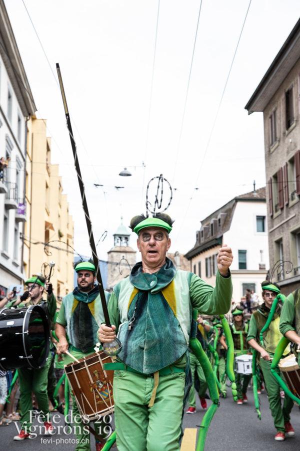 08_10_cortege_photoshop_©JulieMasson-9940 - Choristes-percussionnistes, Cortège, Fourmis, percu-choristes, Percussionnistes, Sauterelles, Photographies de la Fête des Vignerons 2019.