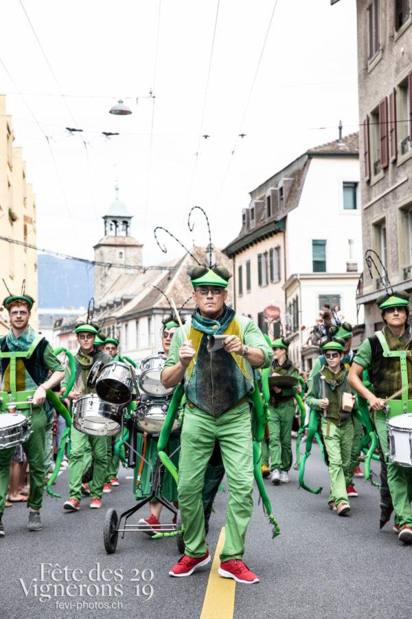 08_10_cortege_photoshop_©JulieMasson-9943 - Choristes-percussionnistes, Cortège, Fourmis, percu-choristes, Percussionnistes, Sauterelles, Photographies de la Fête des Vignerons 2019.