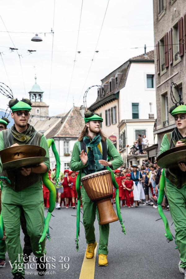 08_10_cortege_photoshop_©JulieMasson-9948 - Choristes-percussionnistes, Cortège, Fourmis, percu-choristes, Percussionnistes, Sauterelles, Photographies de la Fête des Vignerons 2019.
