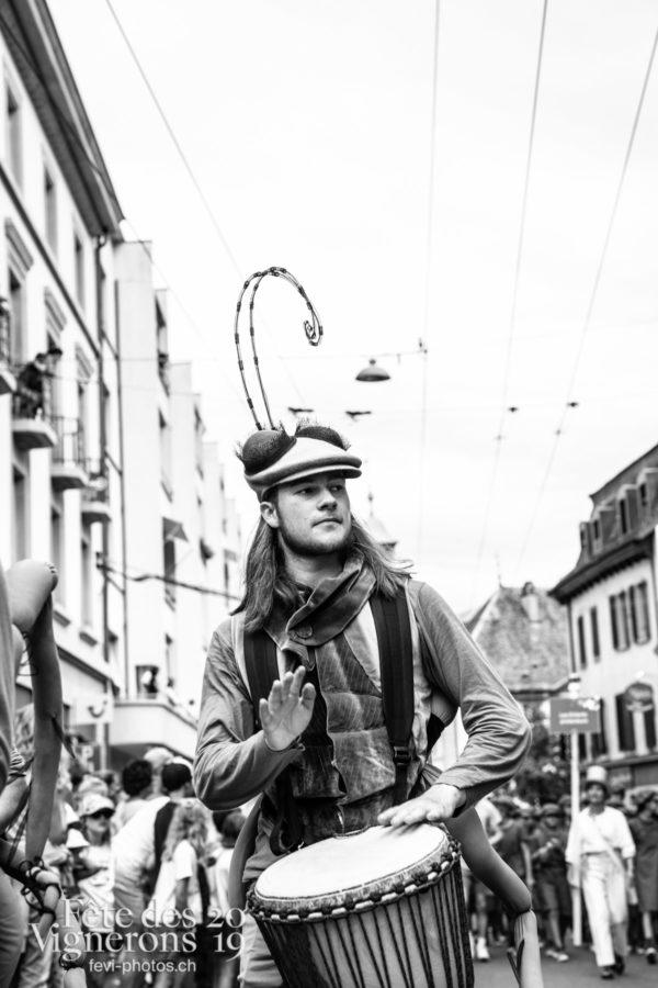 08_10_cortege_photoshop_©JulieMasson-9949 - Choristes-percussionnistes, Cortège, Fourmis, percu-choristes, Percussionnistes, Sauterelles, Photographies de la Fête des Vignerons 2019.