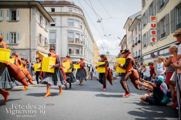 Cortège de la Confrérie - Choristes-percussionnistes, Cortège, Cortèges Confrérie, Fourmis, Photographies de la Fête des Vignerons 2019.