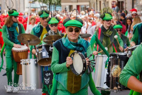 Cortège de la Confrérie - Cortège, Cortèges Confrérie, Percussionnistes, Sauterelles, Photographies de la Fête des Vignerons 2019.