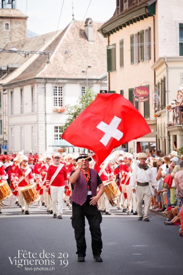 Cortège de la Confrérie - Cortège, Cortèges Confrérie, Lanceurs drapeaux, Photographies de la Fête des Vignerons 2019.