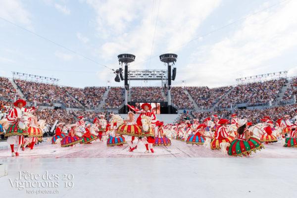 Spectacle - Arène, Cent pour Cent, Faux chevaux, Spectacle, Photographies de la Fête des Vignerons 2019.
