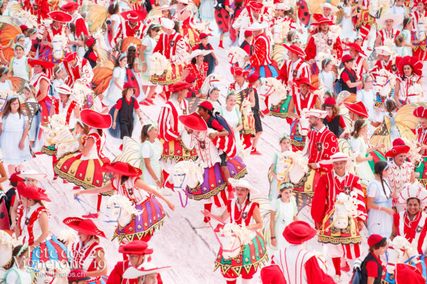 Spectacle - Cent pour Cent, Faux chevaux, Musiciens de la Fête, Spectacle, Voix d'enfants, Photographies de la Fête des Vignerons 2019.
