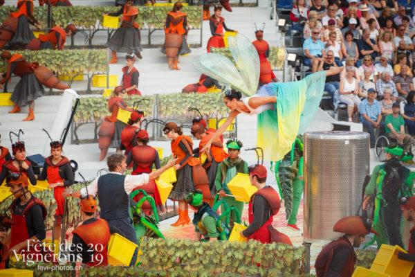 Spectacle - Choristes-percussionnistes, Fourmis, Grand-père, Libellule, Michel Voïta, Percussionnistes, Sauterelles, Spectacle, Vendanges, Photographies de la Fête des Vignerons 2019.