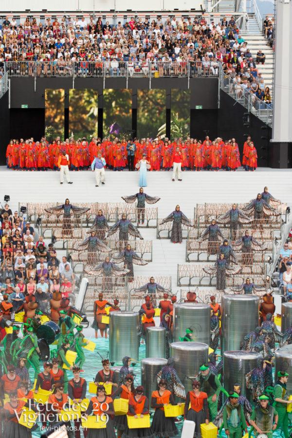 Spectacle - Chœurs de la Fête, Choristes-percussionnistes, Etourneaux, Fourmis, Musiciens de la Fête, Percussionnistes, Sauterelles, Spectacle, Vendanges, Photographies de la Fête des Vignerons 2019.