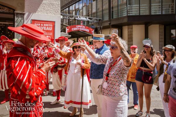 Remise de médailles, Cent-Suisses - Cent suisses, commissaires, Confrérie des Vignerons, direction-artisitique, medaille, sabine-carruzzo, Photographies de la Fête des Vignerons 2019.