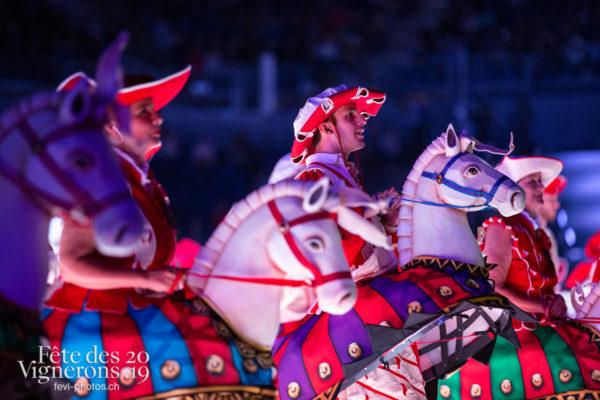2019-08-02_spectacle_21h00_photoshop_JulieM-4863 - Cent pour Cent, Faux chevaux, Spectacle, Photographies de la Fête des Vignerons 2019.
