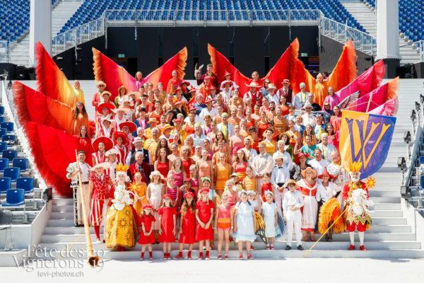Photo de groupe Vevey Ancienne et Vevey Jeunes Patriotes - federation-suisse-de-gymnastique, fsg, groupe, vevey-ancienne, vevey-jeunes-patriotes, Photographies de la Fête des Vignerons 2019.