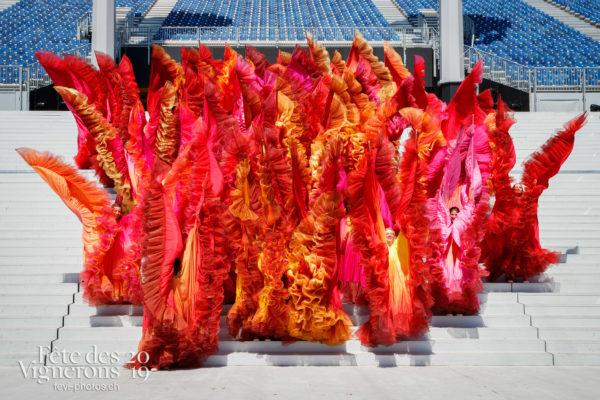 Photo de groupe des Loïe Fuller - Flammes, groupe, Loïe Fuller, Photographies de la Fête des Vignerons 2019.