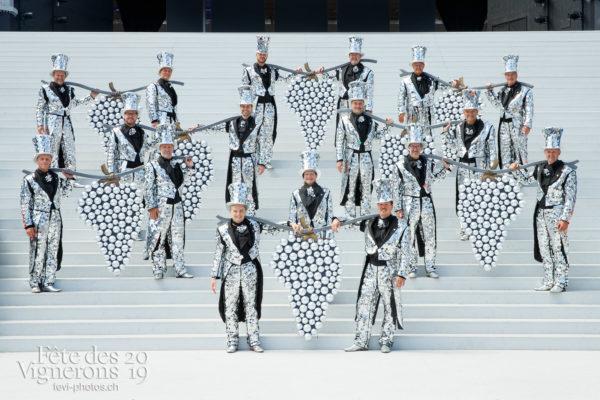 Photo de groupe des porteurs de grappes - groupe, porteurs-grappes, Photographies de la Fête des Vignerons 2019.