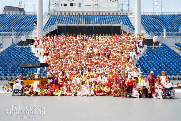 Photo de groupe de la Saint-Martin - groupe, Messagère, Saint-Martin, Photographies de la Fête des Vignerons 2019.