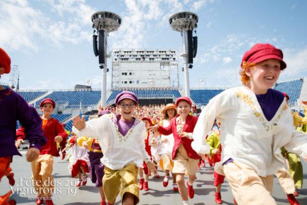 """Photo de groupe de la Saint-Martin. """"Maintenant les enfants, vous courez tous vers la photographe!"""""""