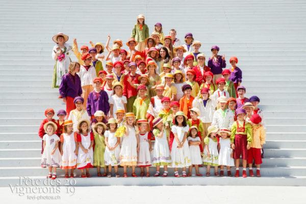 Photo de groupe des enfants de la Saint-Martin - groupe, Messagère, Saint-Martin, Photographies de la Fête des Vignerons 2019.