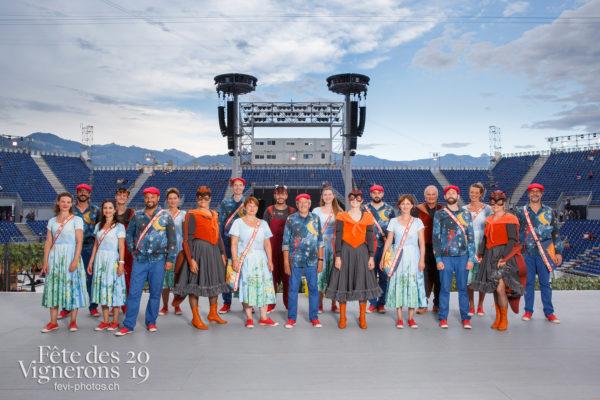 Photo de groupe des solistes vocaux - Chœurs de la Fête, Choristes-percussionnistes, Fourmis, groupe, Musiciens de la Fête, Solistes vocaux, Photographies de la Fête des Vignerons 2019.