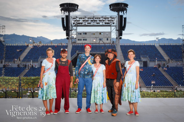 Photo de groupe des solistes vocaux - Chœurs de la Fête, Choristes-percussionnistes, Fourmis, groupe, Musiciens de la Fête, Solistes vocaux, Studio, Photographies de la Fête des Vignerons 2019.