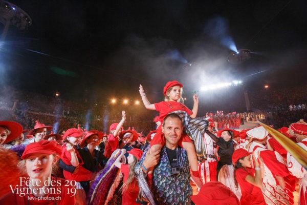 Spectacle, dernier final de nuit - Enfants protecteurs, Etourneaux, Final, Spectacle, Photographies de la Fête des Vignerons 2019.