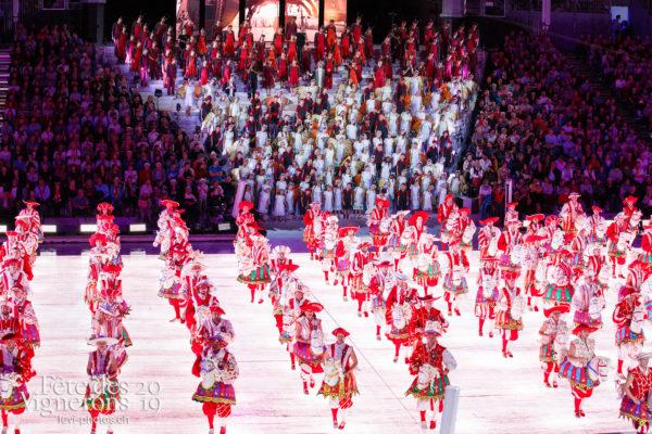 Spectacle - Cent pour Cent, Choristes-percussionnistes, Faux chevaux, Fourmis, Musiciens de la Fête, Spectacle, Voix d'enfants, Photographies de la Fête des Vignerons 2019.
