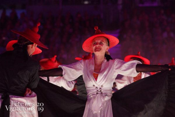 Spectacle - Effeuilleuses, Feuilles, Spectacle, Photographies de la Fête des Vignerons 2019.