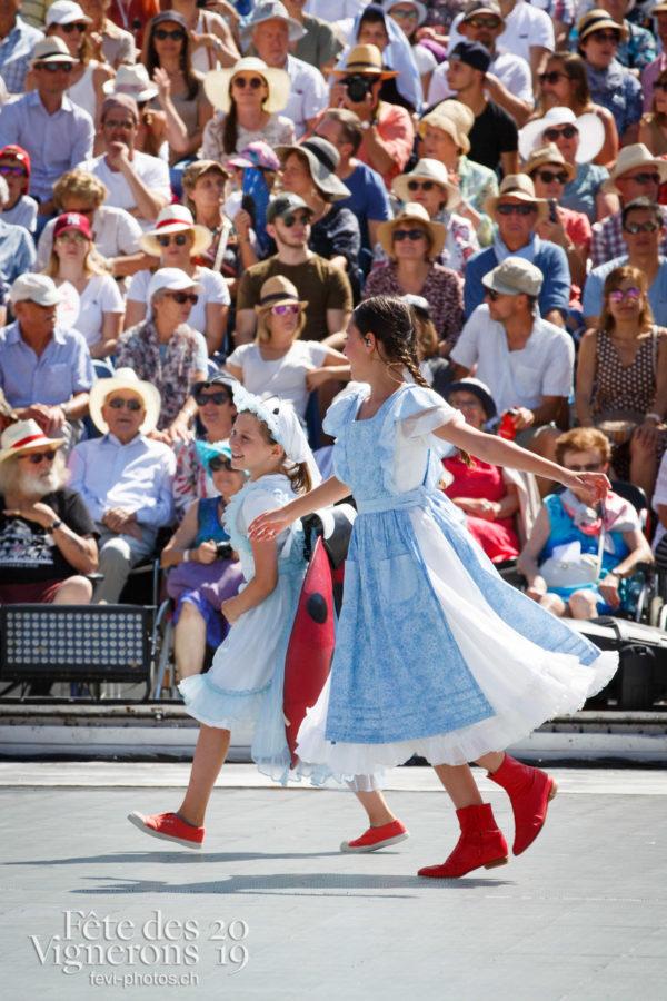Spectacle de jour, dernière représentation - Cent pour Cent, Faux chevaux, Musiciens de la Fête, Petite Julie, Spectacle, Spectacle jour, Voix d'enfants, Photographies de la Fête des Vignerons 2019.