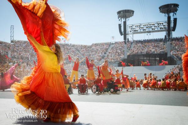 Spectacle de jour, dernière représentation - Arène, Flammes, J'arrache, Loïe Fuller, Spectacle, Spectacle jour, Sport Flammes, Photographies de la Fête des Vignerons 2019.