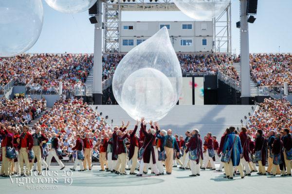 Spectacle de jour, dernière représentation - Hommes du premier printemps, Larmes, Spectacle, Spectacle jour, Photographies de la Fête des Vignerons 2019.