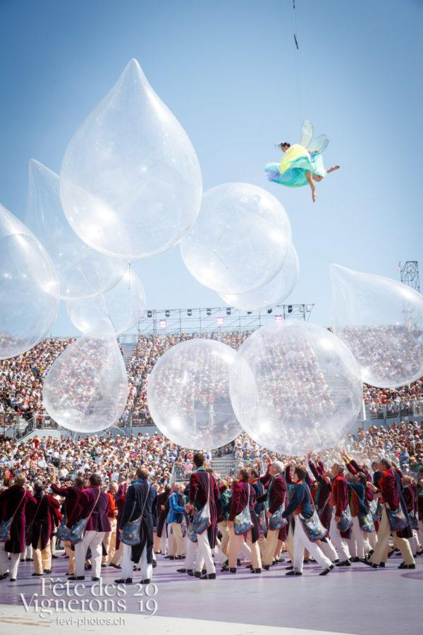 Spectacle de jour, dernière représentation - Hommes du premier printemps, Larmes, Libellule, Spectacle, Spectacle jour, Photographies de la Fête des Vignerons 2019.