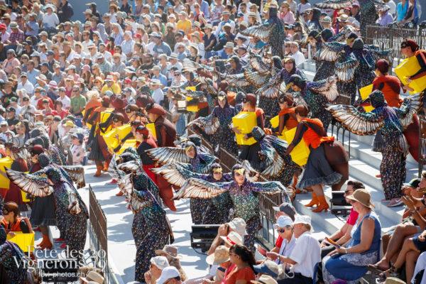 Spectacle de jour, dernière représentation - Choristes-percussionnistes, Etourneaux, Fourmis, Percussionnistes, Sauterelles, Spectacle, Spectacle jour, Vendanges, Photographies de la Fête des Vignerons 2019.