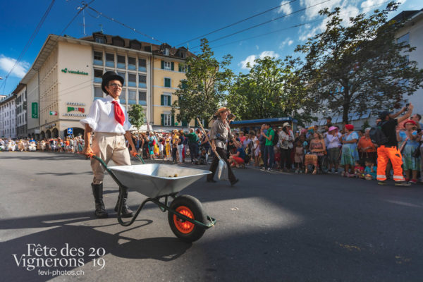 Cortège de la Confrérie - Cortège, Cortèges Confrérie, Ramasse-bouses, Ville en Fête, Photographies de la Fête des Vignerons 2019.