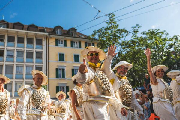 Cortège de la Confrérie - Cortège, Cortèges Confrérie, Oriflammes, Ville en Fête, Photographies de la Fête des Vignerons 2019.