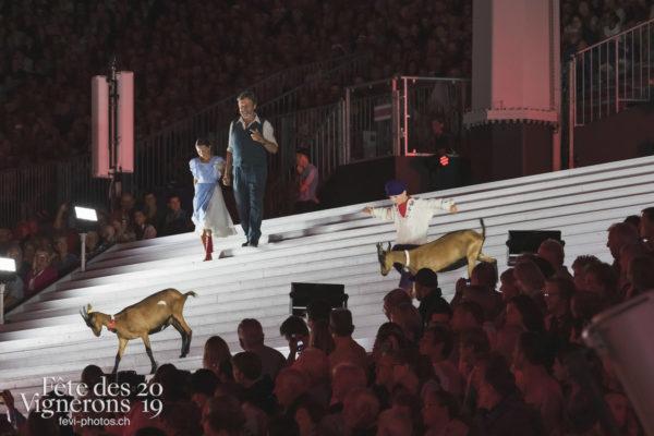 Spectacle nuit - Chevriers de la Saint-martin, Grand-père, Michel Voïta, Petite Julie, Saint-Martin, Spectacle, Photographies de la Fête des Vignerons 2019.