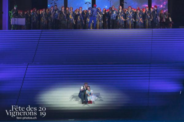 Spectacle nuit - Chœurs de la Fête, Grand-père, Longue nuit, Michel Voïta, Musiciens de la Fête, Petite Julie, Spectacle, Photographies de la Fête des Vignerons 2019.
