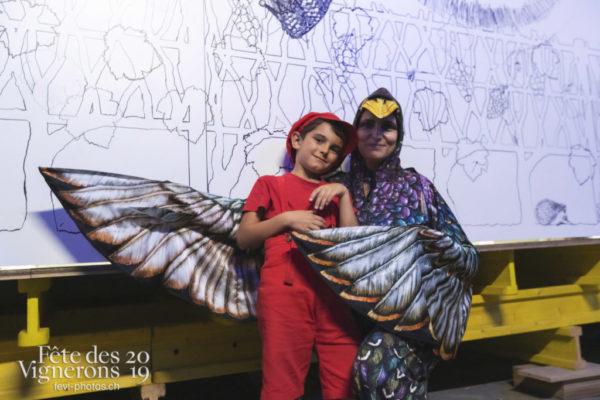spectacle de nuit - Daniele Finzi Pasca, Enfants protecteurs, Etourneaux, Photographies de la Fête des Vignerons 2019.