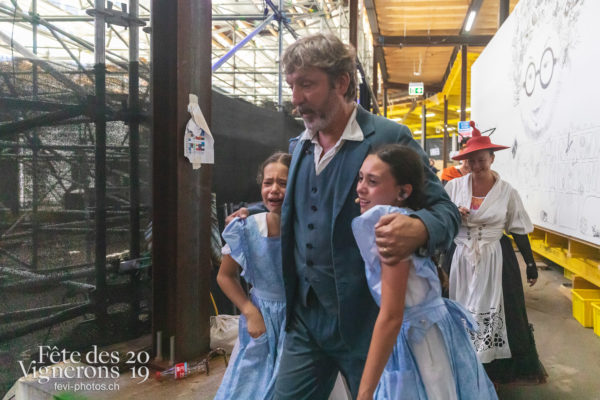 Spectacle final - Coulisses, Final, Grand-père, Michel Voïta, Petite Julie, Spectacle, Photographies de la Fête des Vignerons 2019.